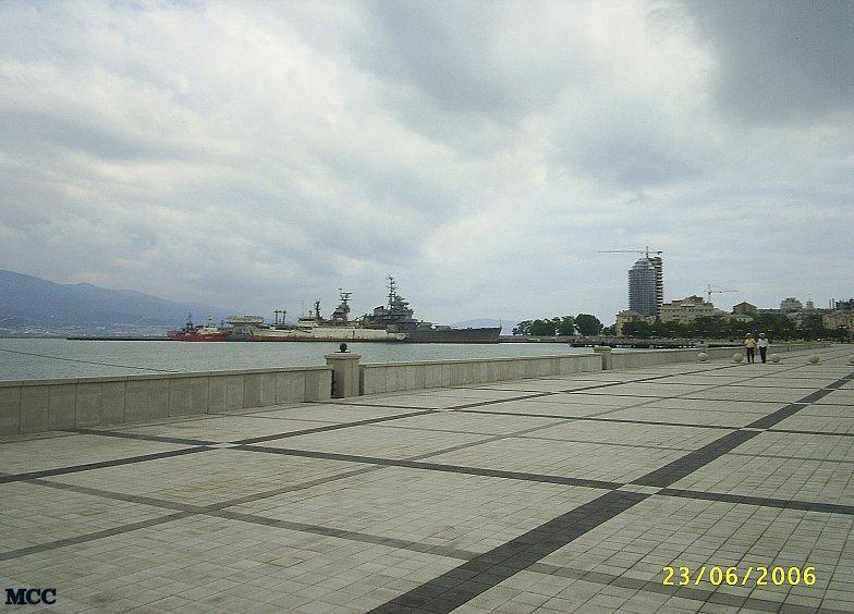 На набережной Новороссийска