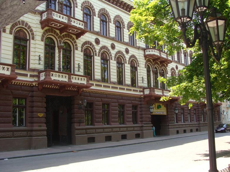 На Приморском бульваре в Одессе гостиница Лондонская