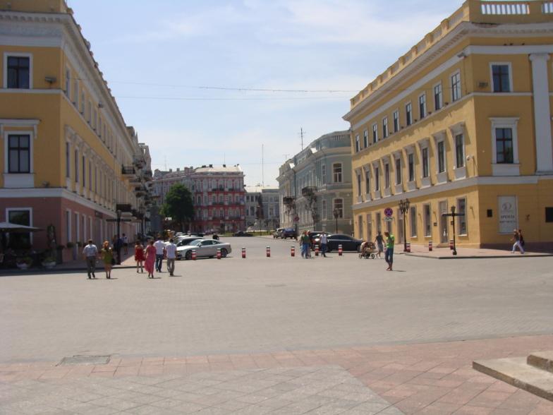 В Одессе около памятника Ришелье