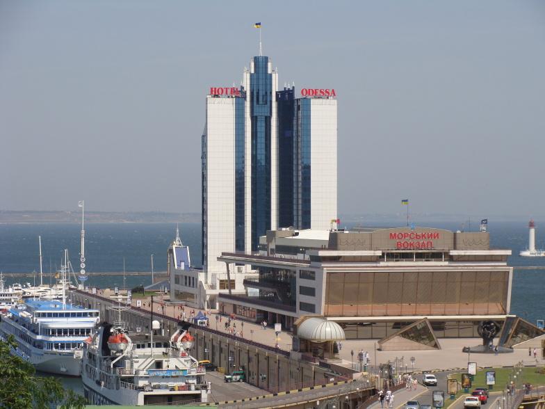 Морской вокзал Одессы и отель Одесса