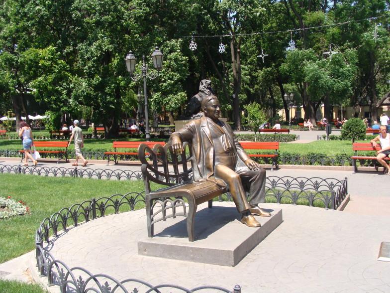На Дерибасовской улице в Одессе памятник Л.О.Утёсову