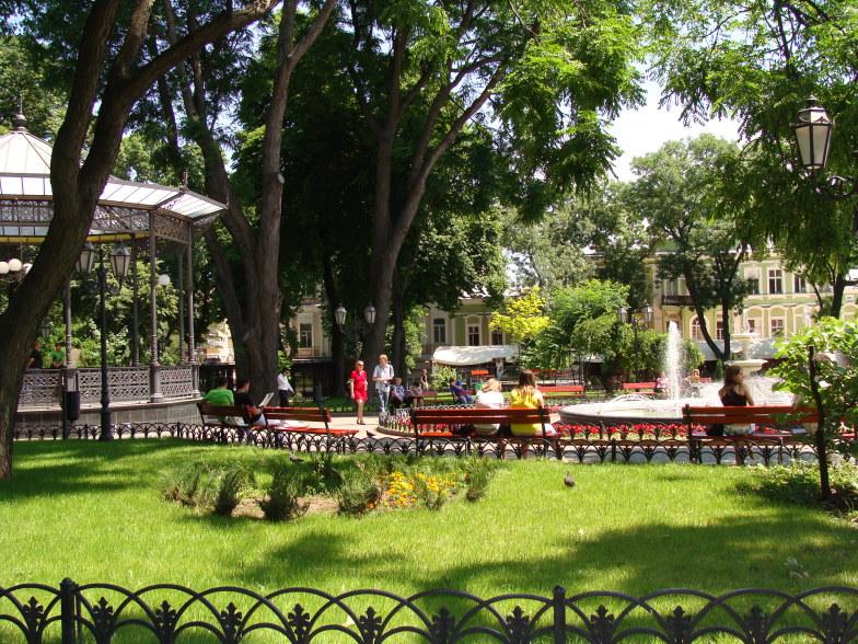 Парк на Дерибасовской улице в Одессе