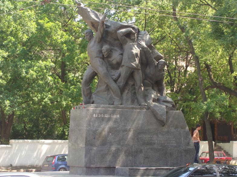 Памятник событиям 1905 года на броненосце Потёмкин.