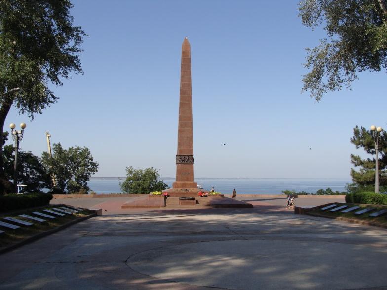 Памятник Неизвестному матросу на берегу Чёрного моря в Одессе