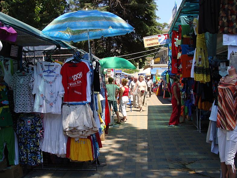 Торговые ряды в курортном городке Адлера