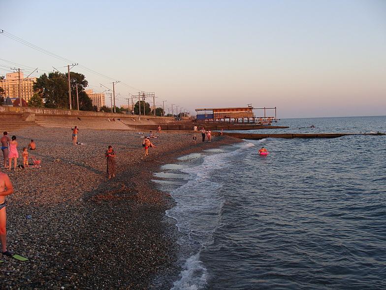 Вечерний пляж в курортном городке Адлера