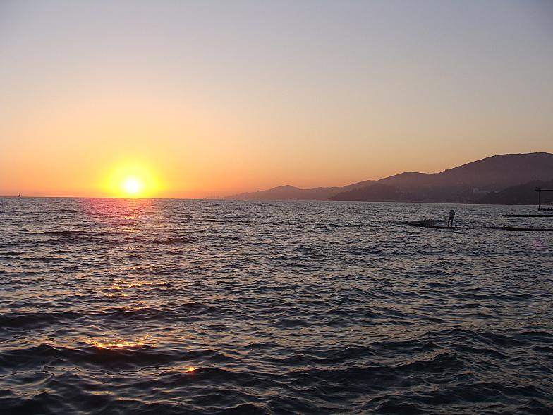 Закат над Чёрным морем. Вдали Сочи.