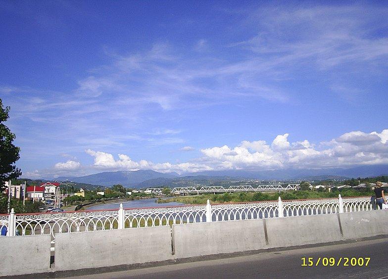 Река Мзымта и мост через неё в Адлере