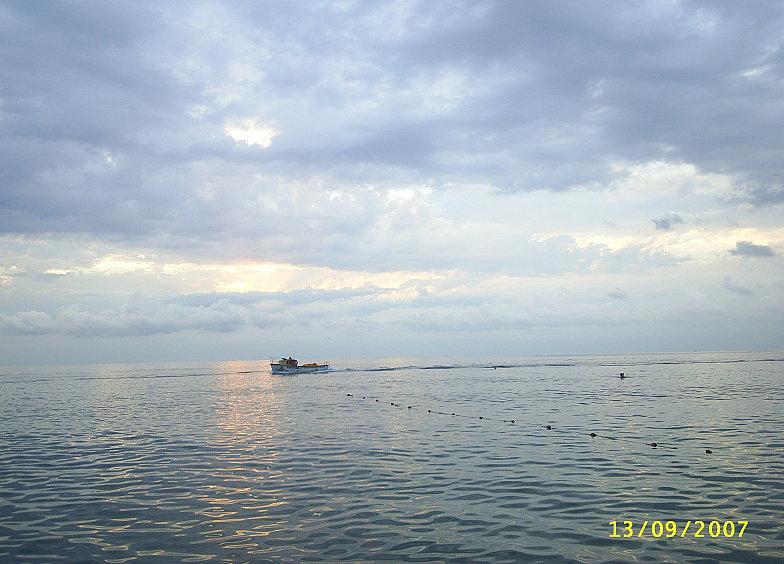 Чёрное море в районе курортного городка Адлера