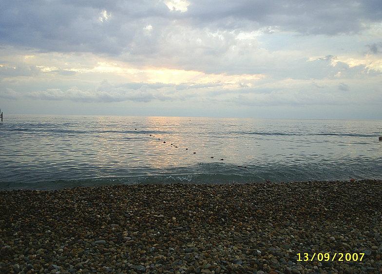 Пляж в районе курортного городка Адлера