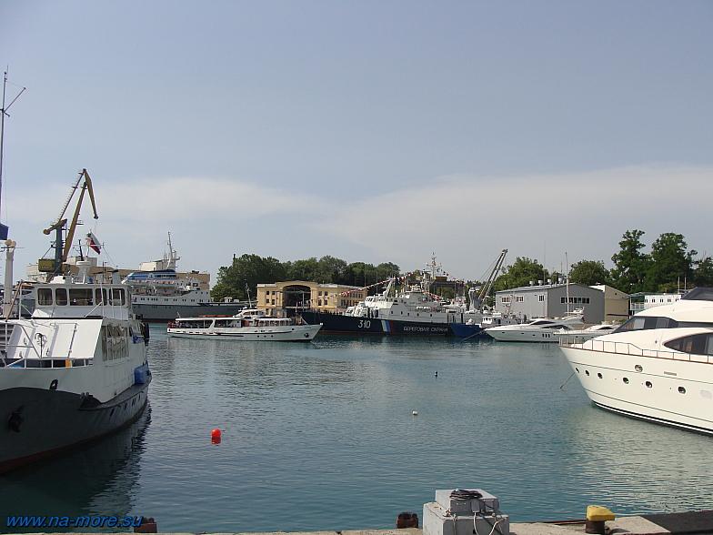 Пограничные корабли в бухте Сочи.
