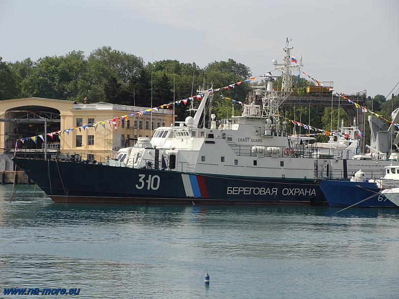 Береговая охрана в порту Сочи. Пограничный сторожевой корабль. ПСКР-927 &quotАдлер&quot проект 10410 бортовой номер 310