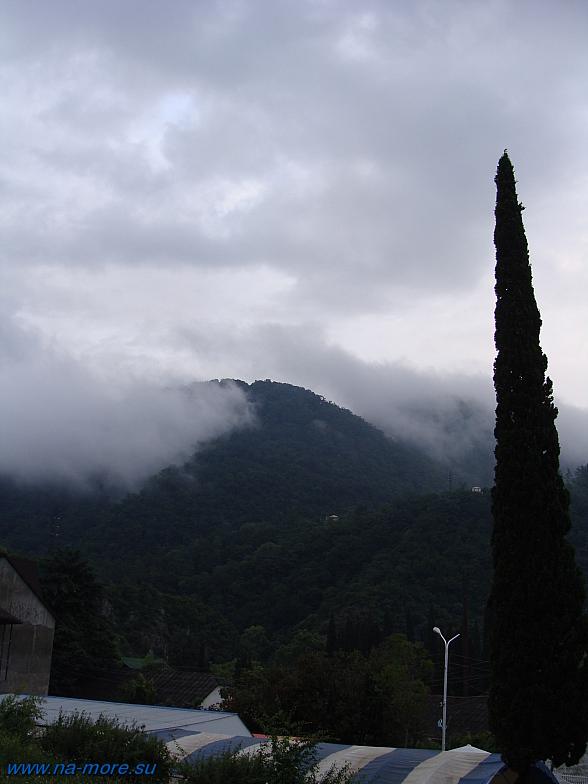 Абхазия. Новый Афон. Горы в облаках.