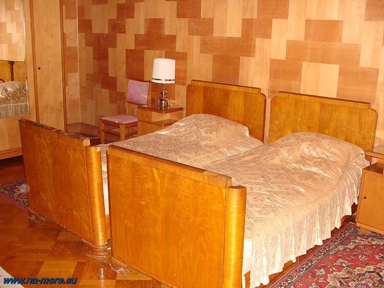 Абхазия. Дача Сталина. Одна из спален.
