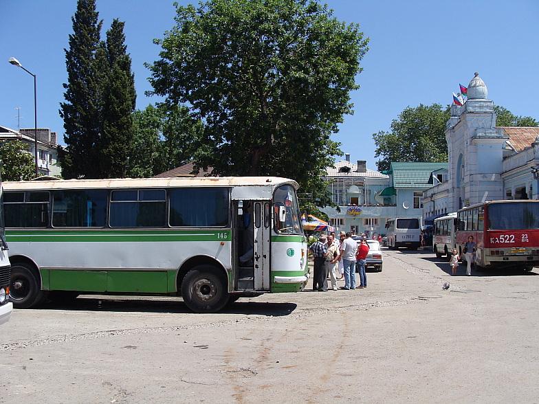 Старенький ЛАЗ-695Н на автовокзале Туапсе