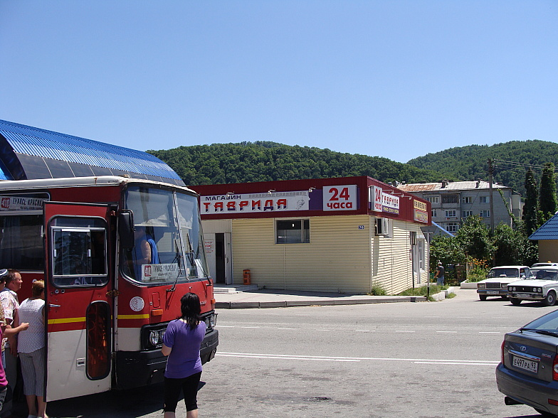 На автостанции в Новомихайловском