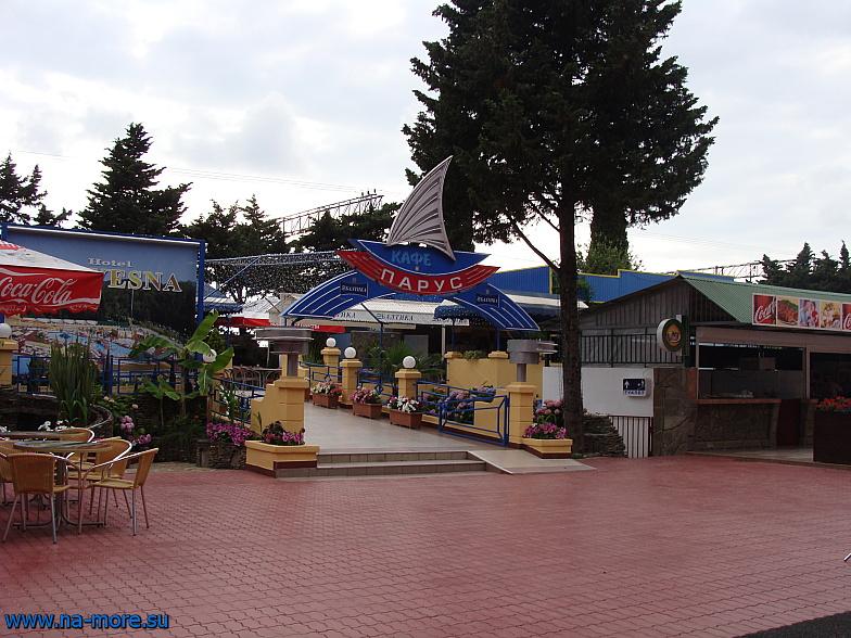 В курортном городке Адлера кафе Парус