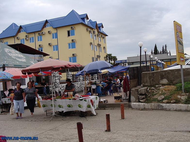 Рыночек в начале курортного городка Адлера