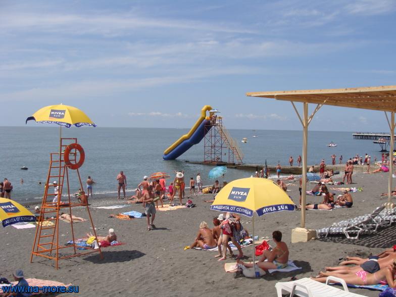 На центральном пляже Адлера.