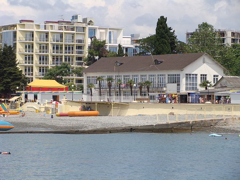 На берегу Чёрного моря в центре Адлера.