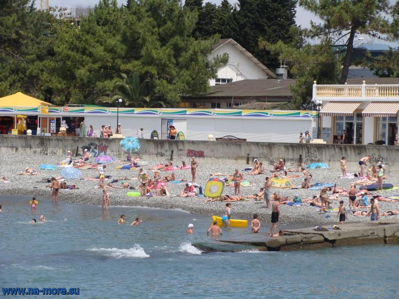 Чёрное море. Пляж в центре Адлера.