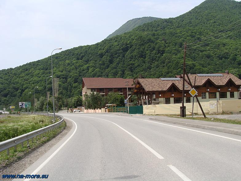Краснополянское шоссе на подъезде к подъёмнику Альпика-Сервис.