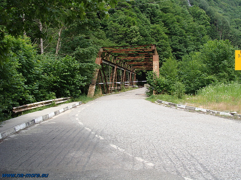 Старое Краснополянское шоссе и мост через реку Чвижепсе.