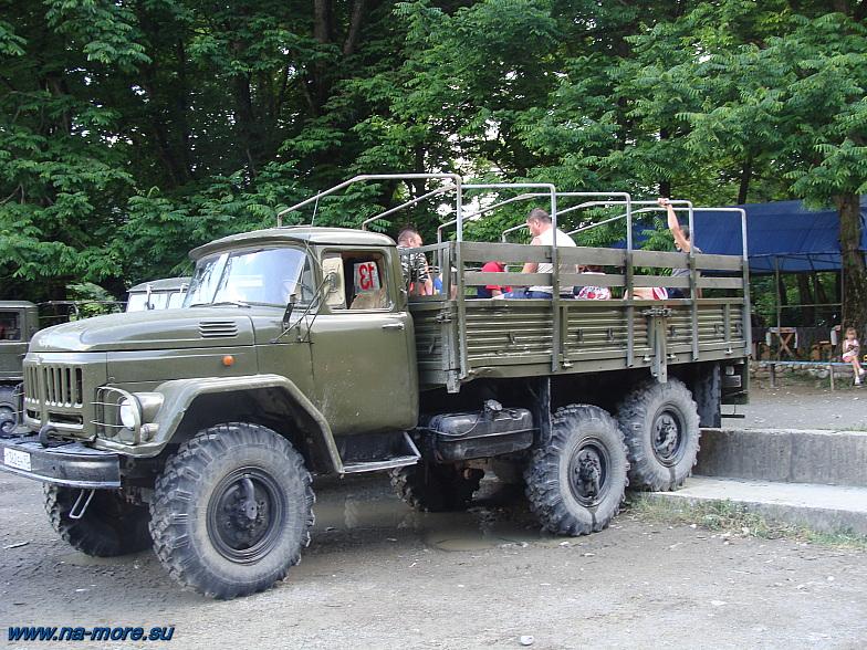 ЗиЛ-131 на стоянке.