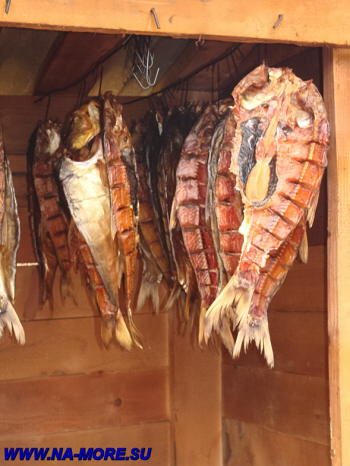 Коптится рыба