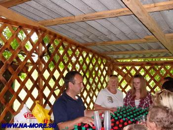 Приготовление к дегустации местных вин в ауле Большой Кичмай