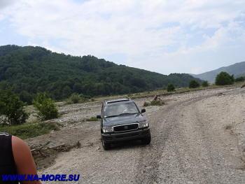 Дорога к водопадам вдоль реки Шахе