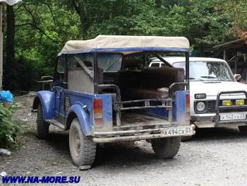 ГАЗ-69 около водопадов