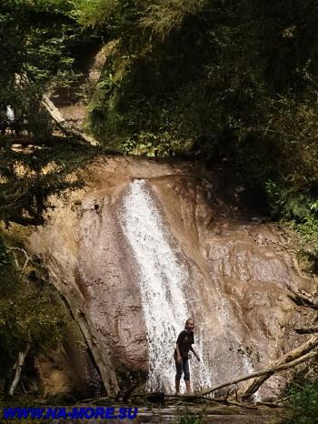 Один из 33-х водопадов