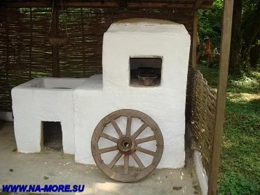 Печка в музее быта адыгов в ауле Большой Кичмай