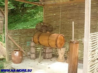 Маслобойка в музее быта адыгов в ауле Большой Кичмай