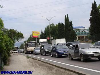 Пробка в Адлере на ул. Ленина