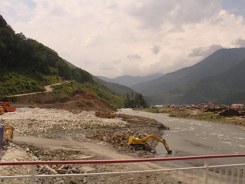 Стройка на реке Мзымта
