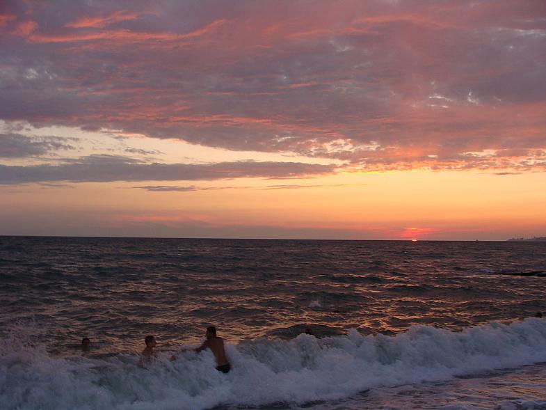 Закат на пляже Адлера