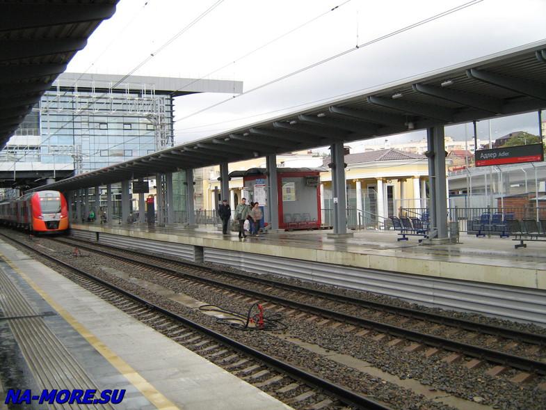 Платформа вокзала  Адлера