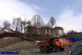Строительство на хребте Аибга рядом  с санно бобслейной трассой.