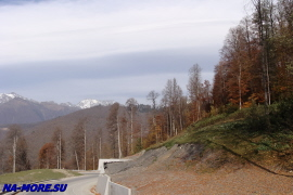 Дорога на склоне хребта Аибга
