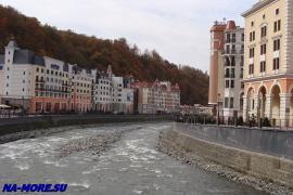 Набережная реки Мзымта на Роза Хуторе