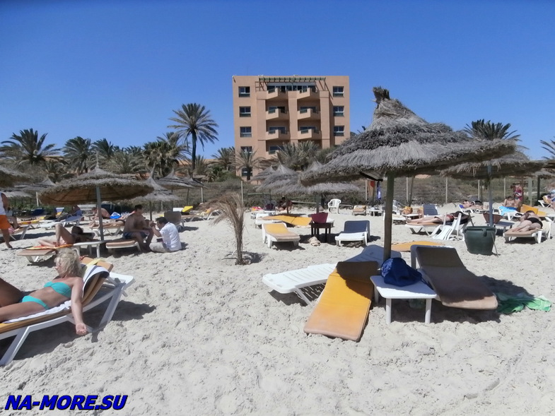 Тунис. Курорт  Порт Эль Кантауи. Пляж.