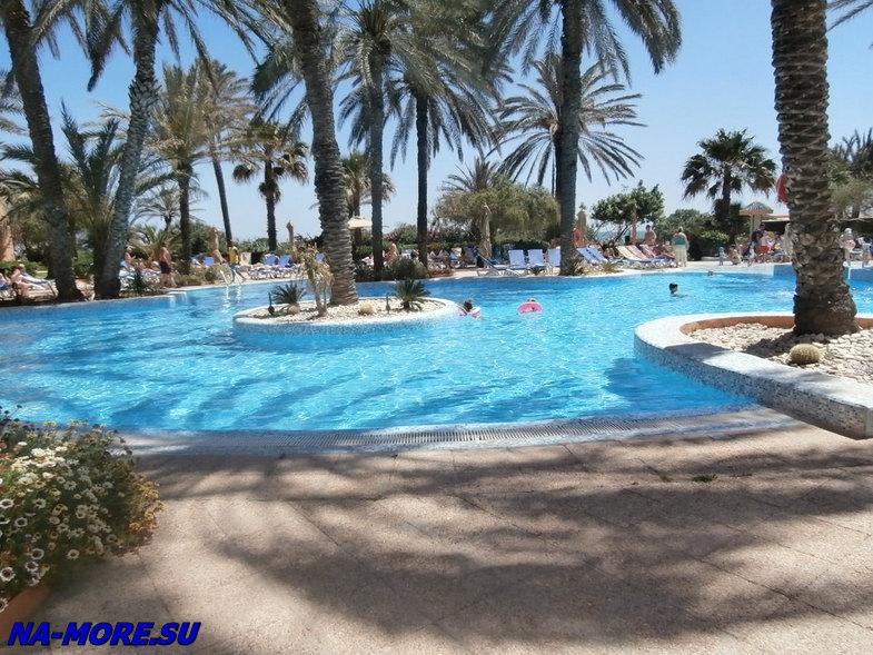 Тунис. Территория отеля El Ksar.